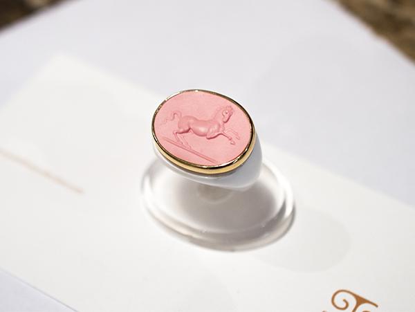 cavallino rosa su bianco small per alfonso